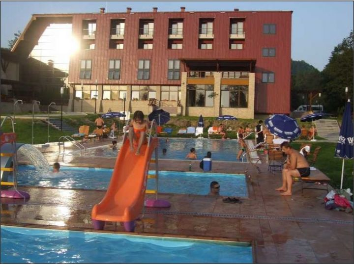 Hotel Secret Garden, Sisesti