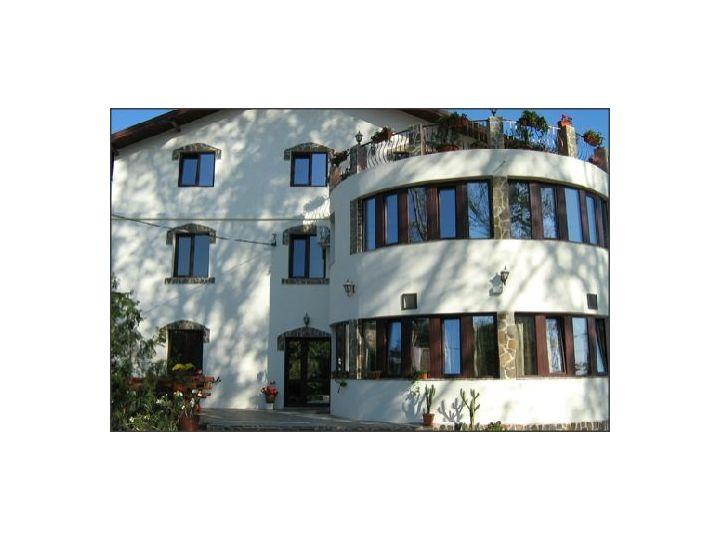 Hotel Casa Colinelor, Urlati